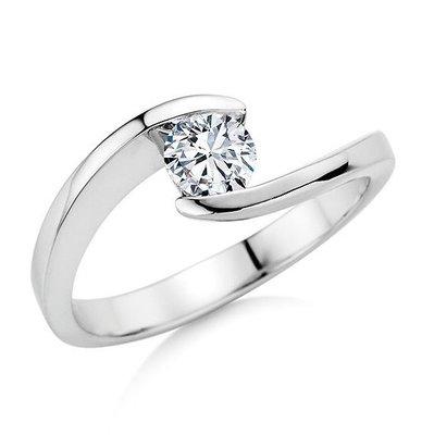 Verlovingsring in 14 karaat 585 witgoud met diamant vanaf