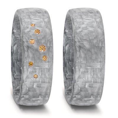 Trouwringen in grijs Carbon met diamant(en) cognac kleur per paar