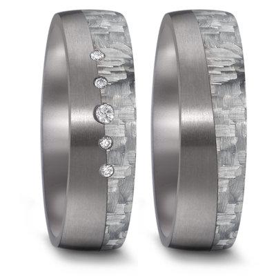 Trouwringen in donkergrijs Tantalium en grijs Carbon met diamant per paar