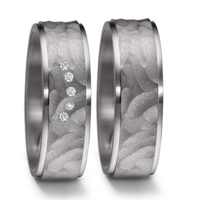 Trouwringen in donkergrijs Tantalium met diamant per paar